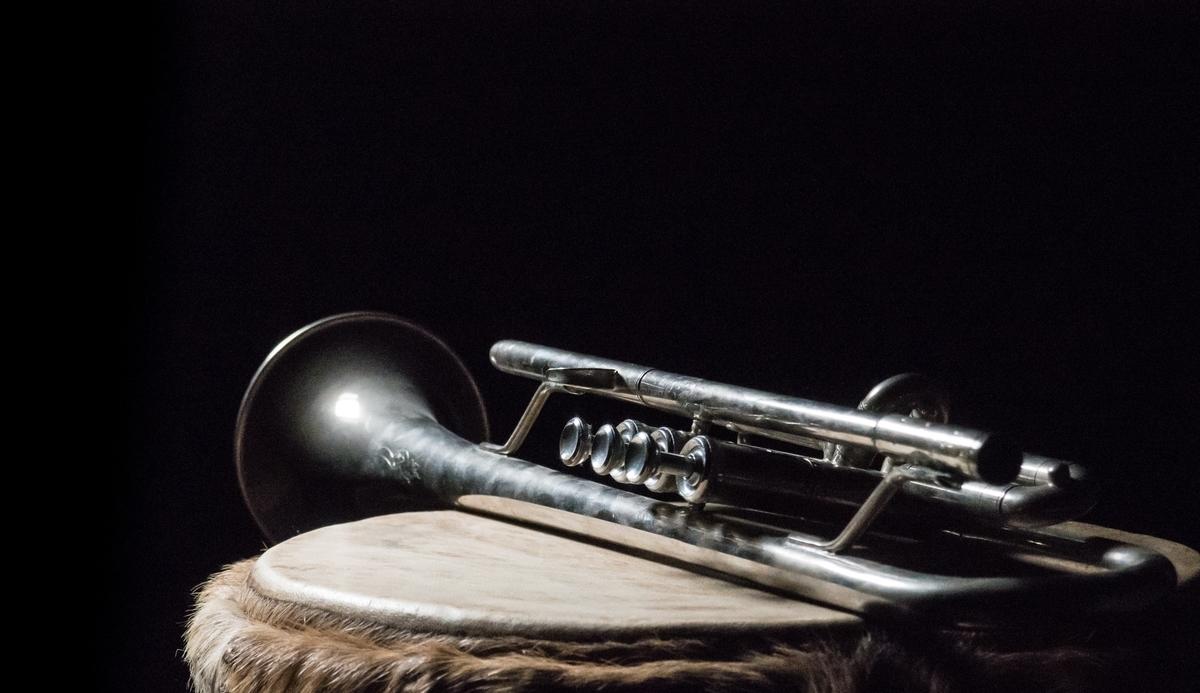 "<img src=""trumpet.jpg"" alt=""不世出のトランペット奏者リー・モーガン"">"
