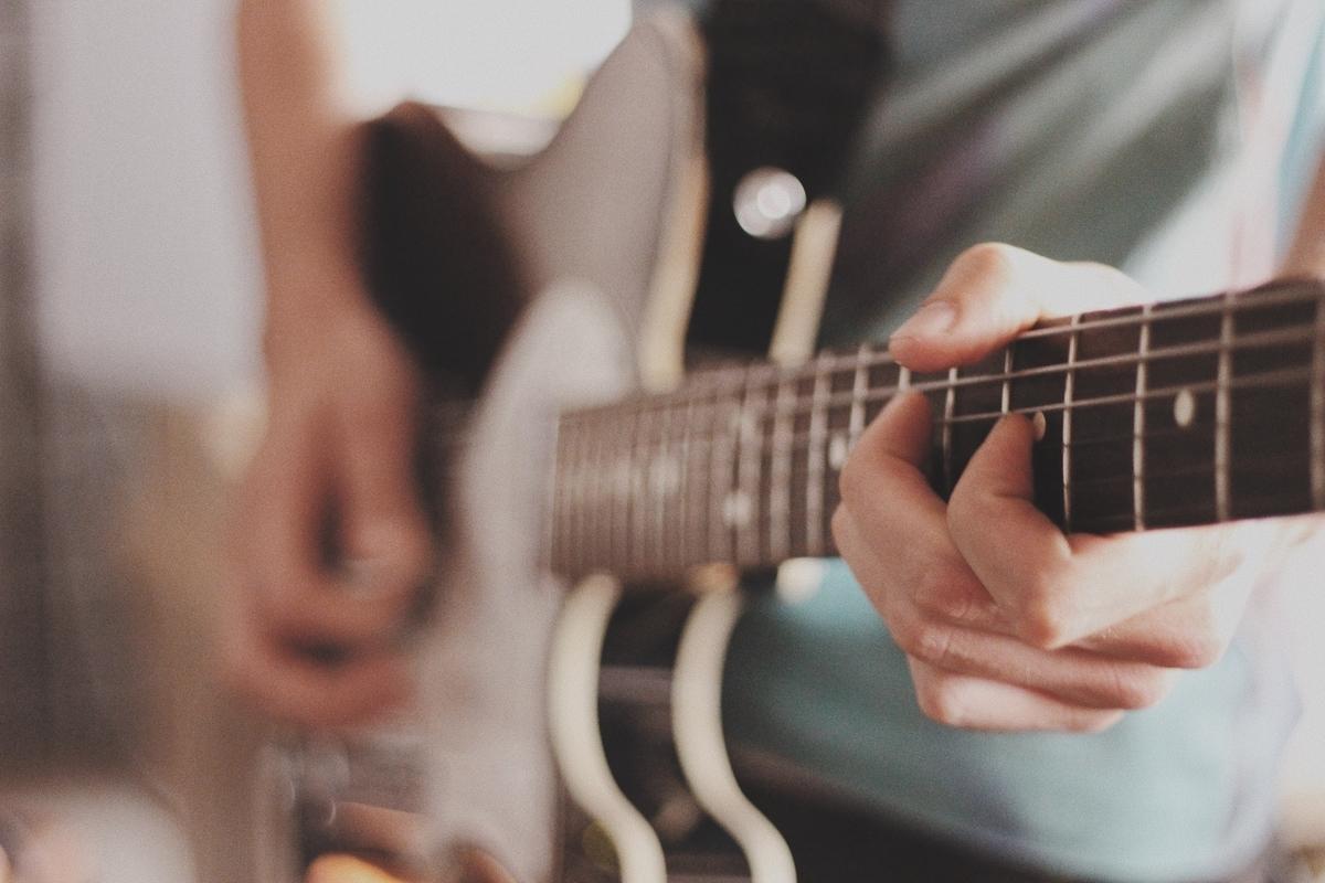 "<img src=""guitar.jpg"" alt=""ギターコードの研究"">"