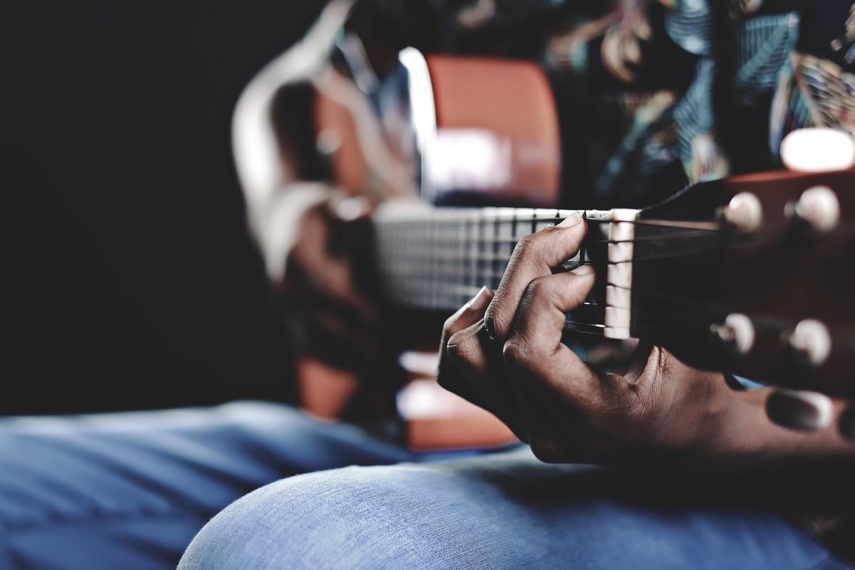 """<img src=""""guitar.jpg"""" alt=""""ギターのヴォイシングを学ぶ"""">"""