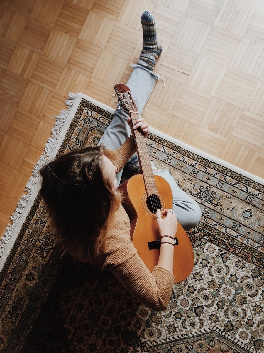 """<img src=""""guitar.jpg"""" alt=""""ギターのヴォイシング"""">"""
