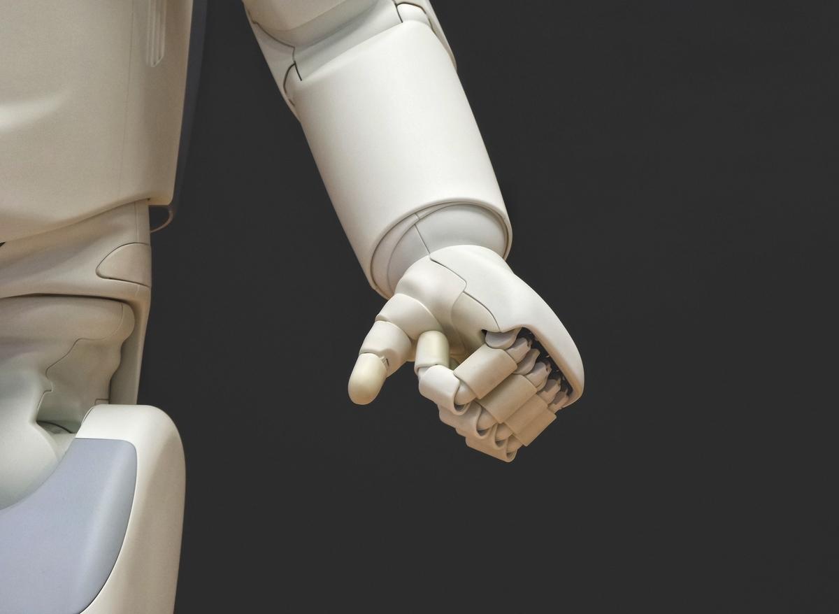 """<img src=""""android.jpg"""" alt=""""AIは個性を獲得できるのか?"""">"""