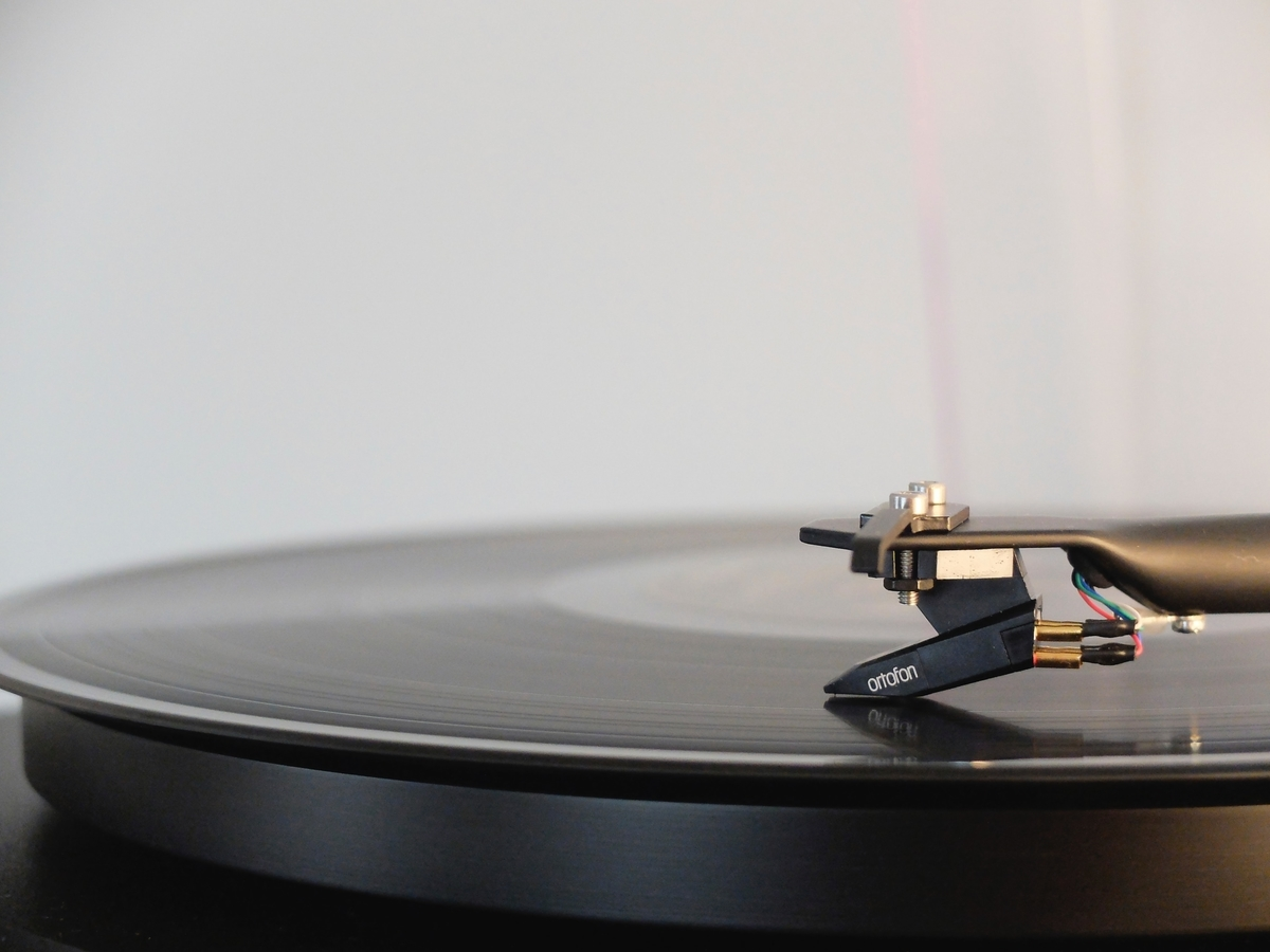 "<img src=""record.jpg"" alt=""ジャズの名盤"">"