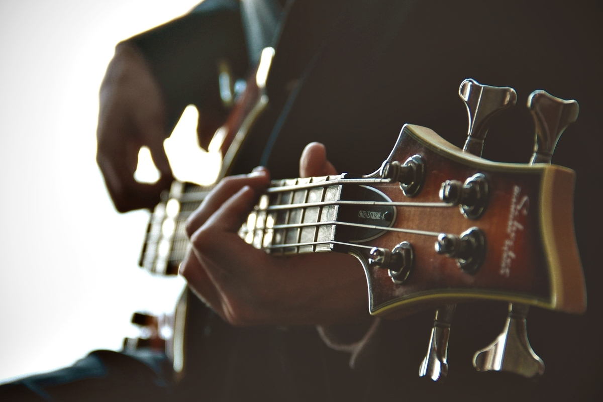 "<img src=""bass.jpg"" alt=""ベースを教える"">"