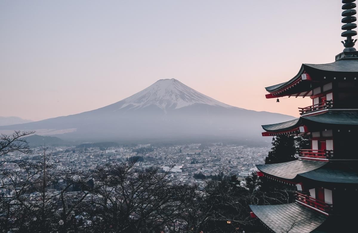 """<img src=""""japan.jpg"""" alt=""""日本的な風景"""">"""
