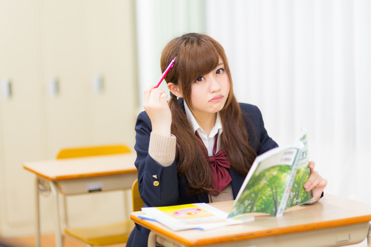 "<img src=""schoolgirl.jpg"" alt=""学校"">"