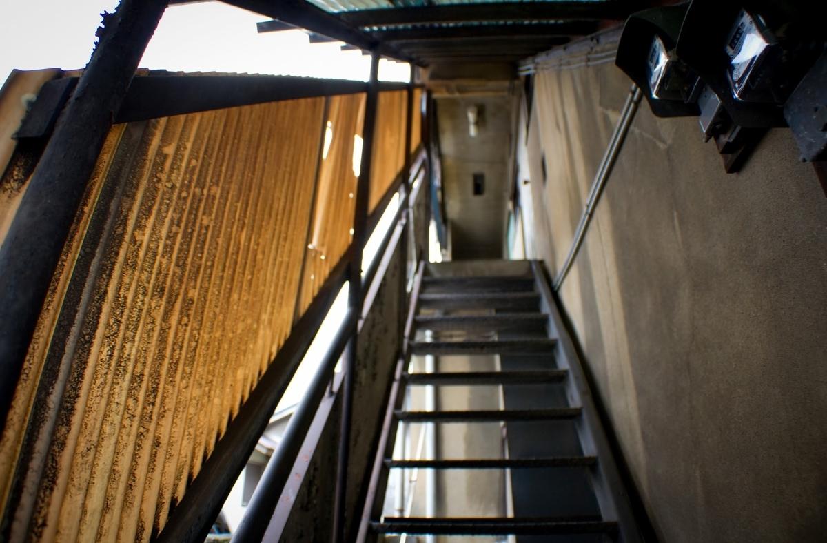 """<img src=""""stair.jpg"""" alt=""""アパートの管理人さん"""">"""
