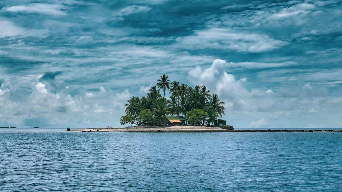 """<img src=""""island.jpg"""" alt=""""海に浮かぶアイランド"""">"""