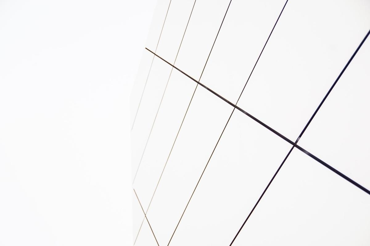 "<img src=""line.jpg"" alt=""線で捉える"">"