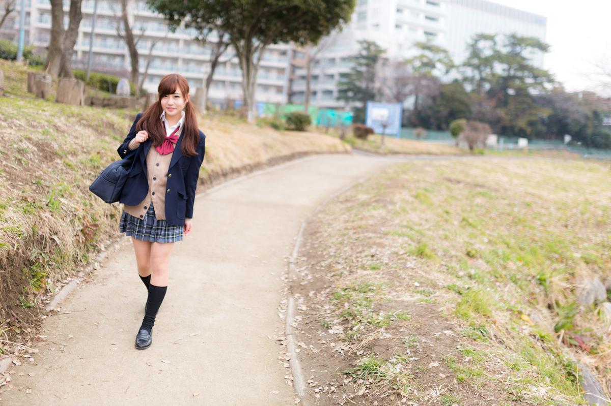 "<img src=""schoolgirl.jpg"" alt=""女子高生"">"
