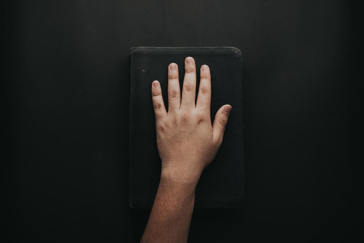 """<img src=""""wrist.jpg"""" alt=""""ギターを弾いていると手首や指が痛くなる"""">"""