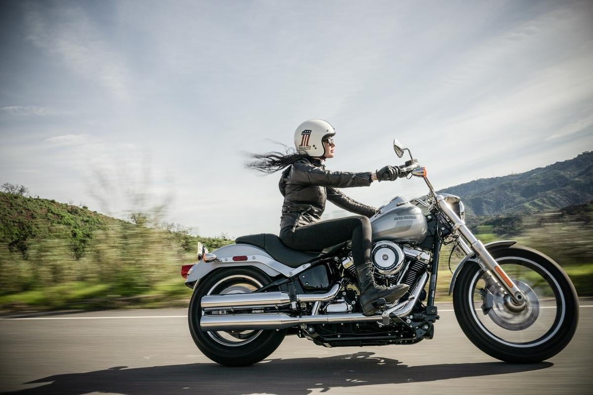 "<img src=""motorcycle.jpg"" alt=""バイクと少女"">"