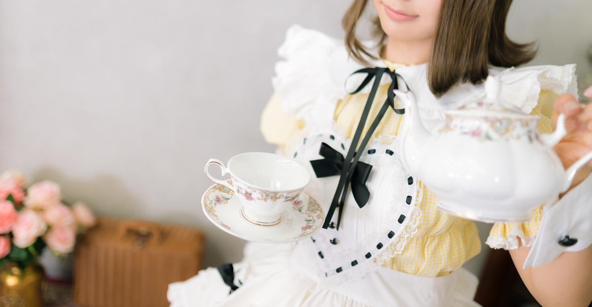 """<img src=""""maid.jpg"""" alt=""""メイドさん"""">"""