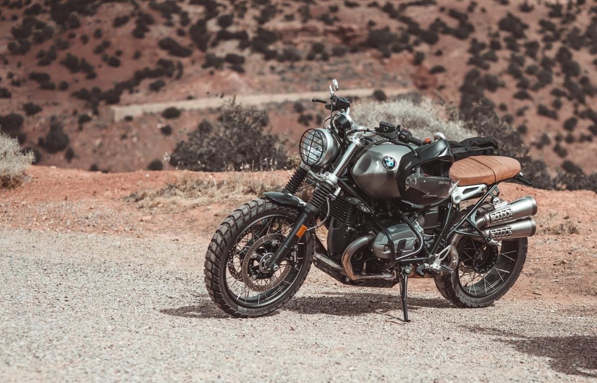 "<img src=""motorcycle.jpg"" alt=""バイクで旅をする"">"