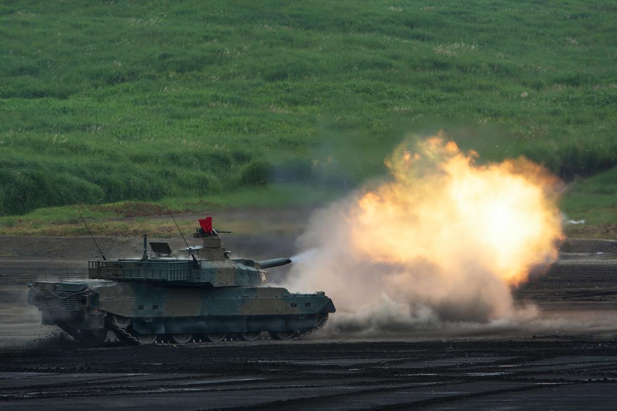 "<img src=""tank.jpg"" alt=""自衛隊10式戦車"">"