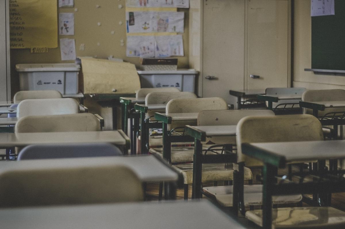 """<img src=""""school.jpg"""" alt=""""実力至上主義の教室"""">"""