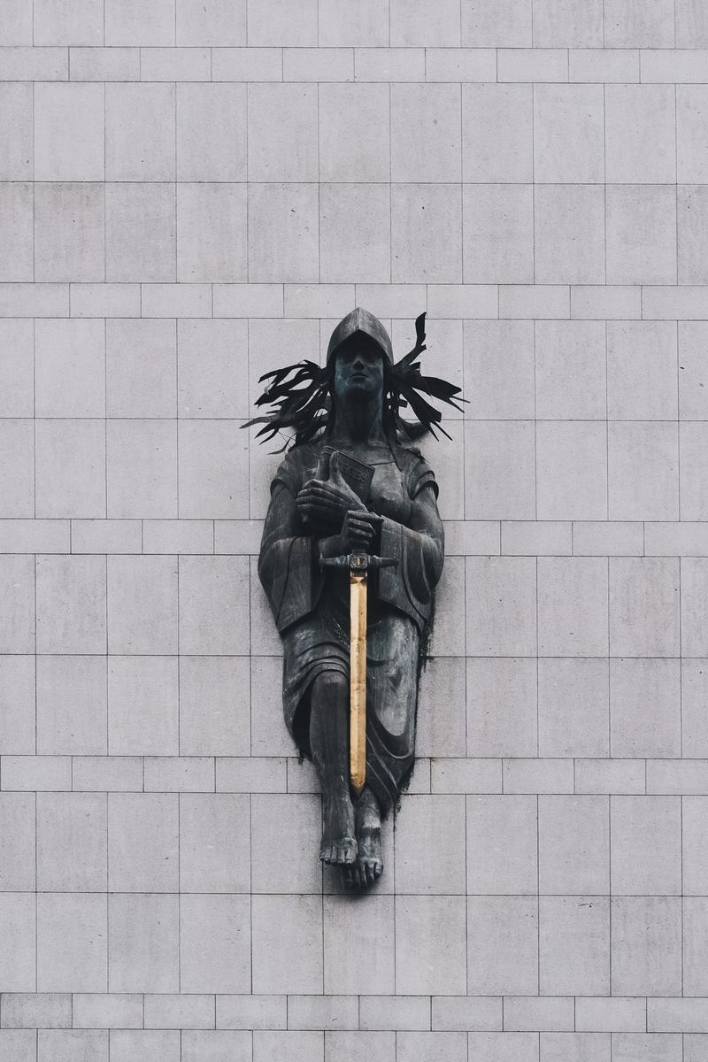 """<img src=""""sword.jpg"""" alt=""""ソードアート"""">"""