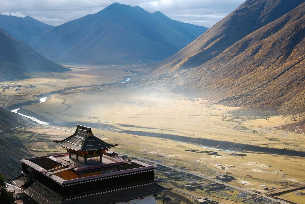 "<img src=""tibet.jpg"" alt=""西遊記のような風景"">"