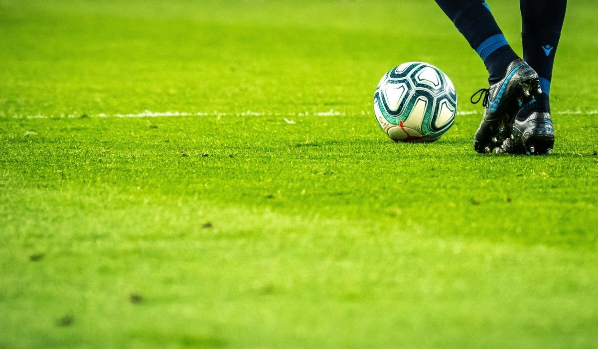 """<img src=""""soccer.jpg"""" alt=""""サッカーの試合風景"""">"""