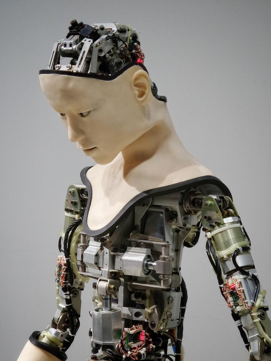 """<img src=""""robot.jpg"""" alt=""""人型ロボット"""">"""