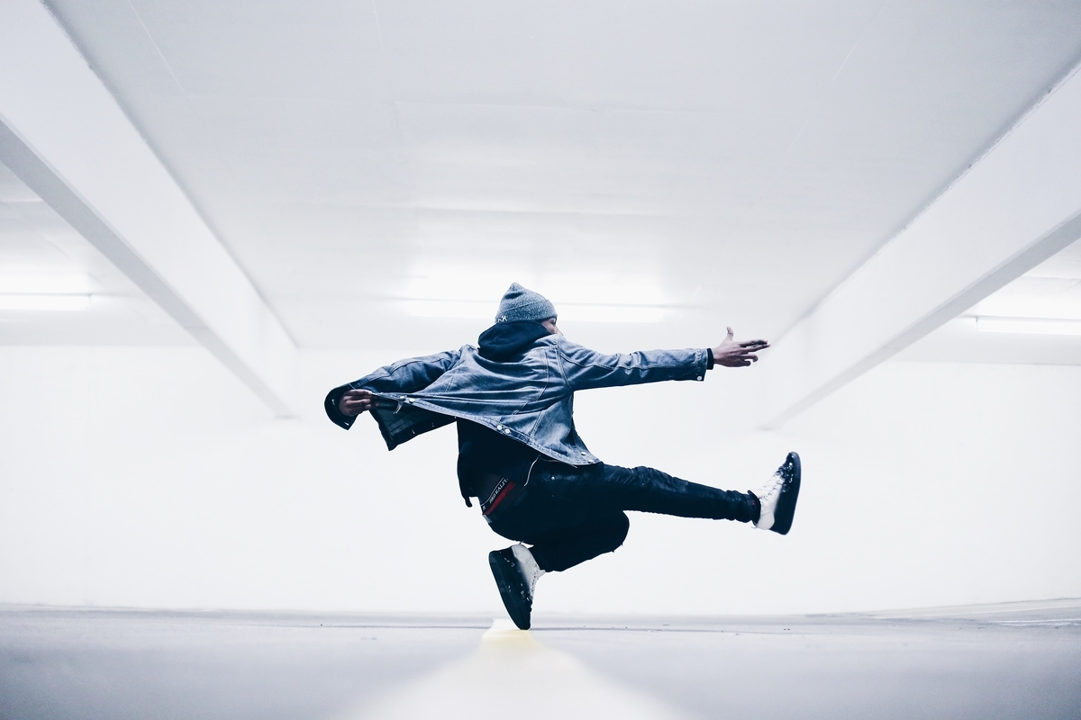 "<img src=""dance.jpg"" alt=""才能のある人ない人"">"