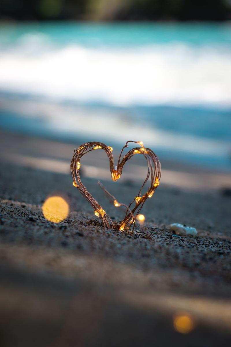 """<img src=""""love.jpg"""" alt=""""ハートのオブジェ"""">"""