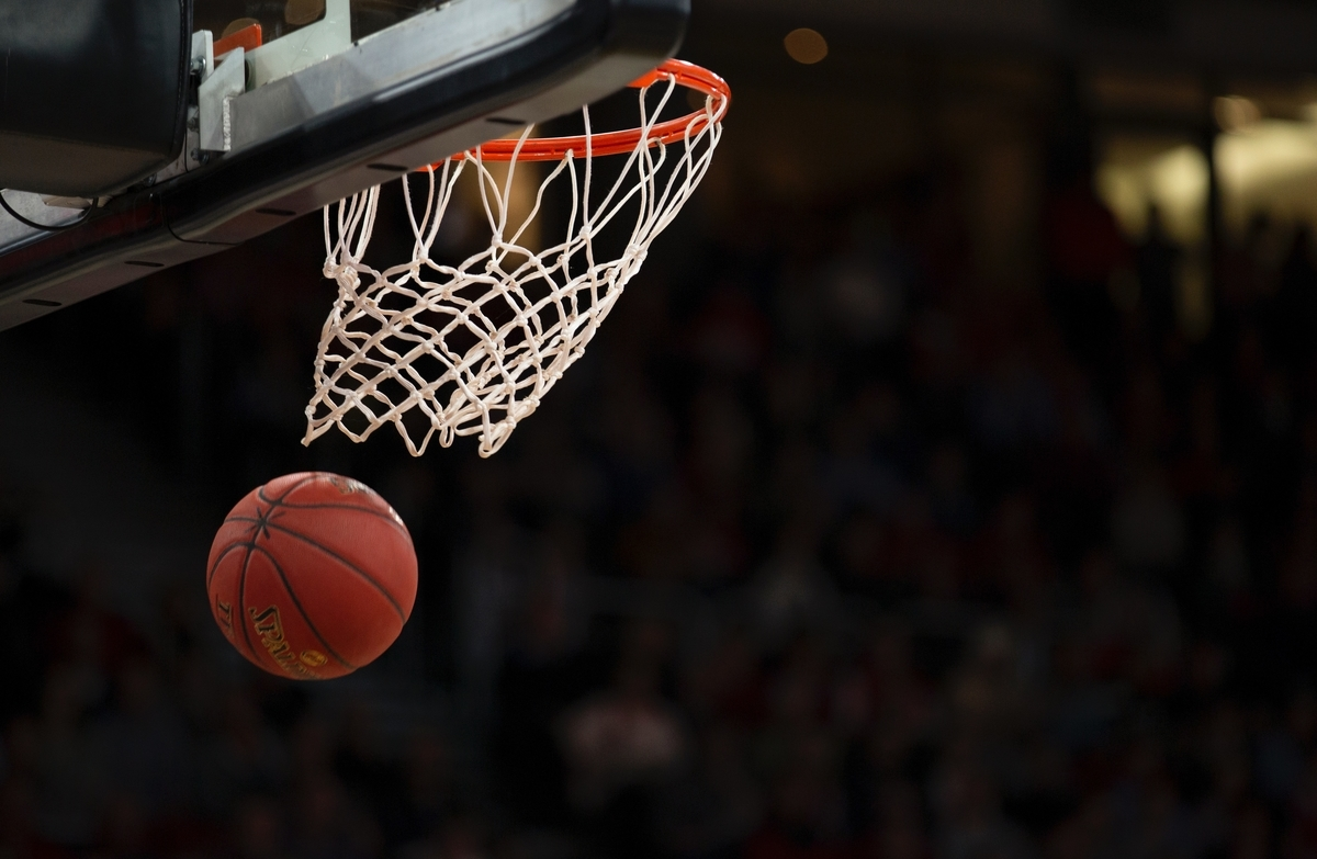 "<img src=""basketball.jpg"" alt=""バスケのシュートが決まった"">"