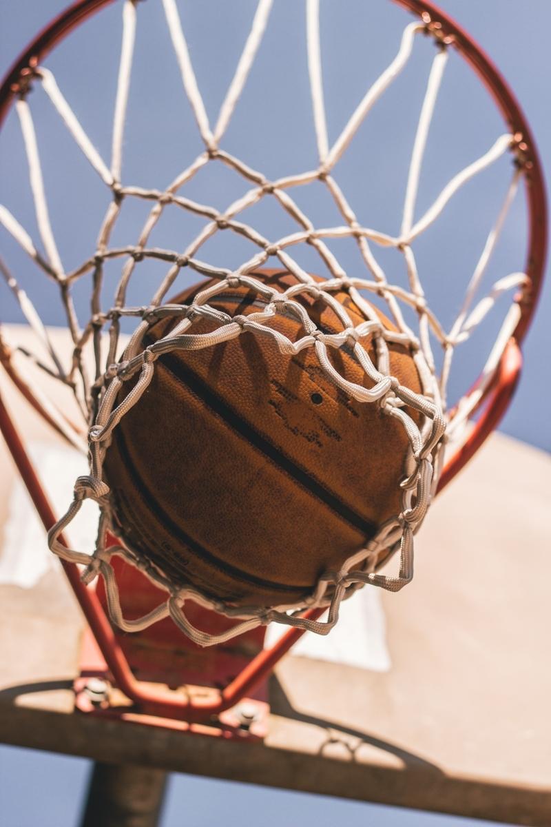 "<img src=""basketball.jpg"" alt=""バスケットボールがゴールに入った"">"