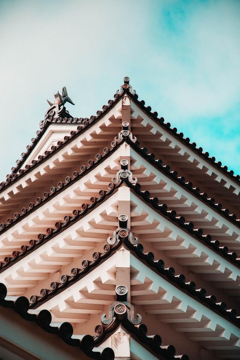 "<img src=""castle.jpg"" alt=""漆喰の立派なお城"">"