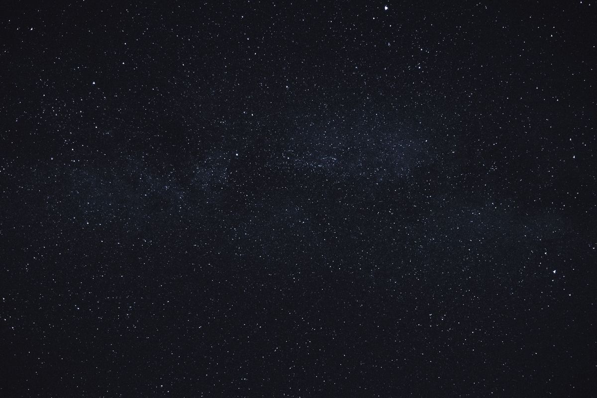 """<img src=""""space.jpg"""" alt=""""宇宙の写真"""">"""