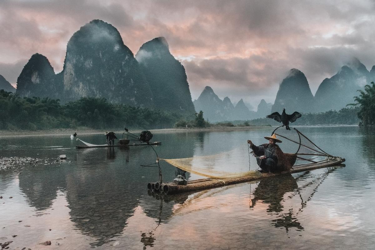 "<img src=""china.jpg"" alt=""中国の風景、山、川"">"