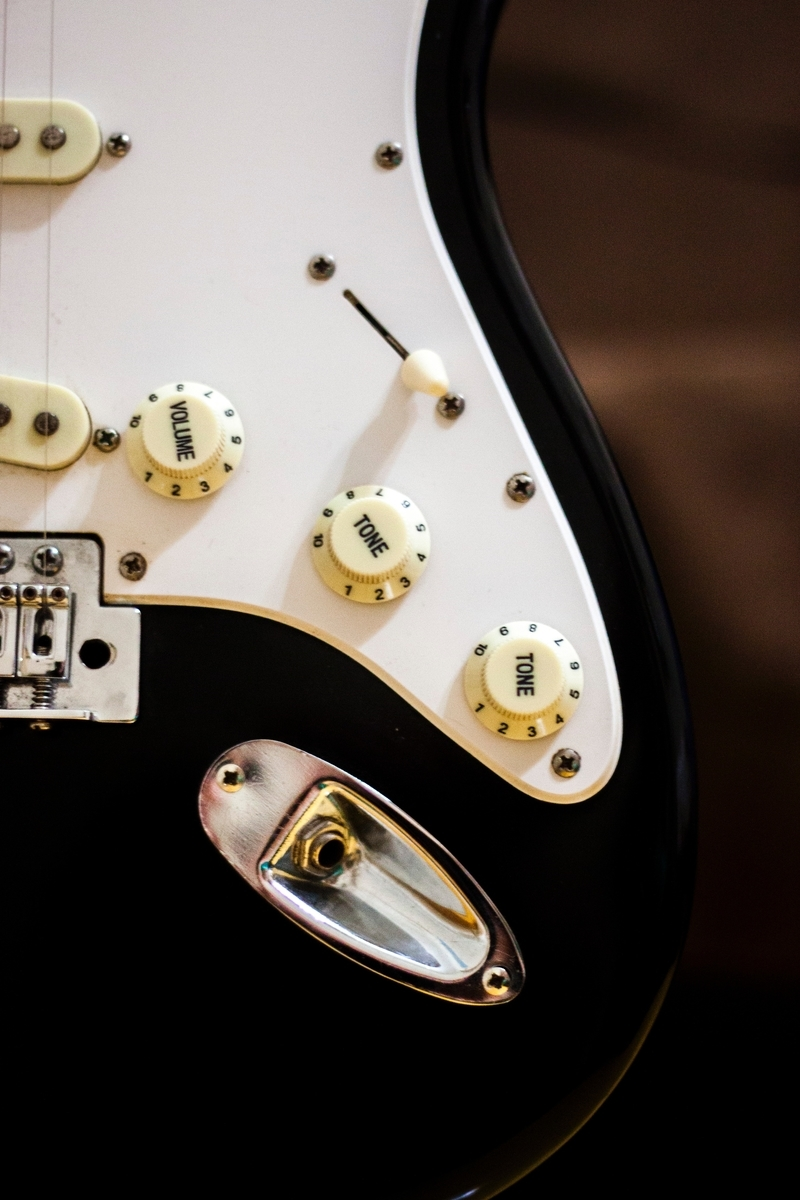"<img src=""guitar.jpg"" alt=""シングルコイルのギター"">"