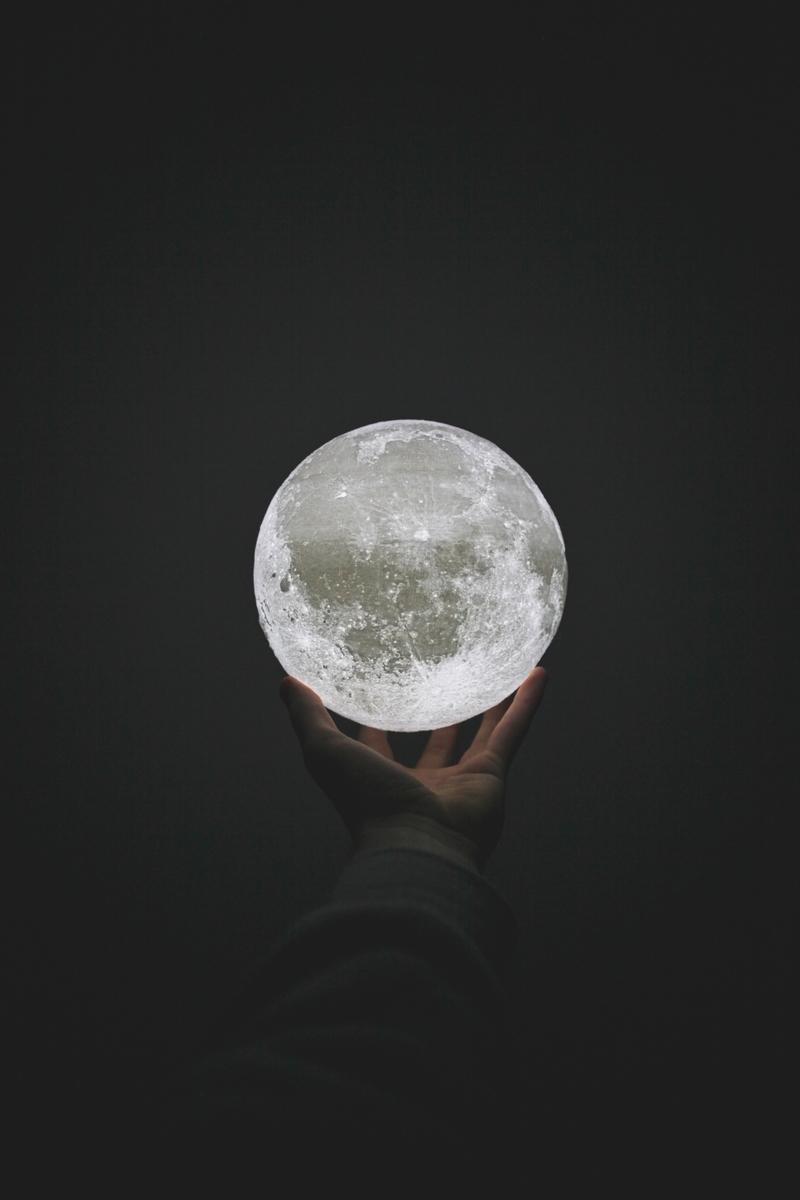 """<img src=""""magic.jpg"""" alt=""""魔法で月を出す"""">"""