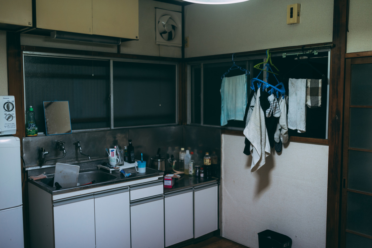 "<img src=""japaneseapartment.jpg"" alt=""日本の普通のアパート"">"