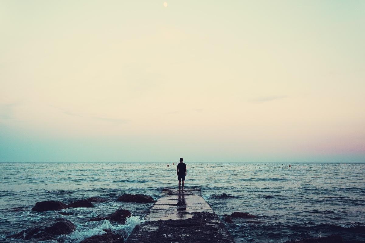 "<img src=""horizon.jpg"" alt=""不可視境界線"">"