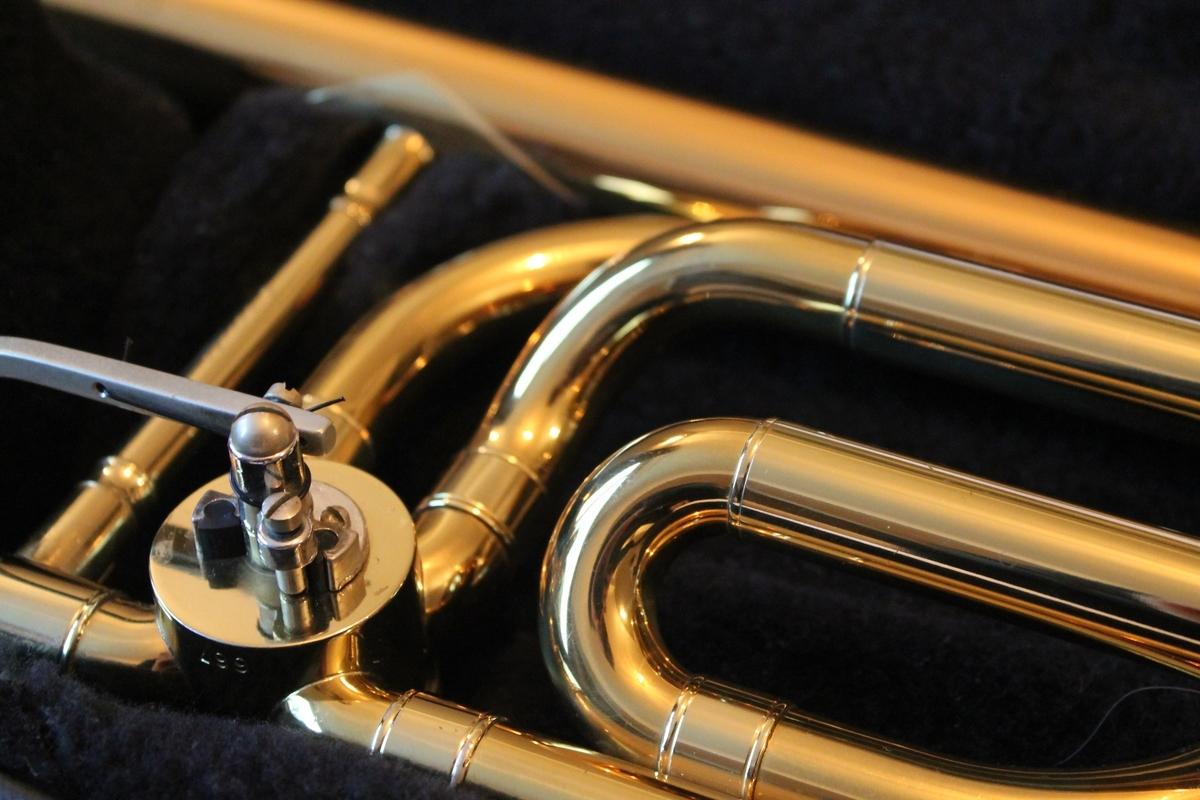 """<img src=""""brassband.jpg"""" alt=""""管楽器"""">"""
