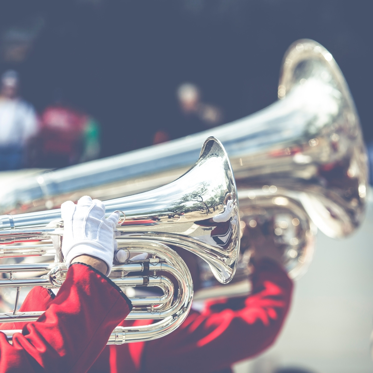 """<img src=""""brassband.jpg"""" alt=""""ブラスバンドの演奏"""">"""