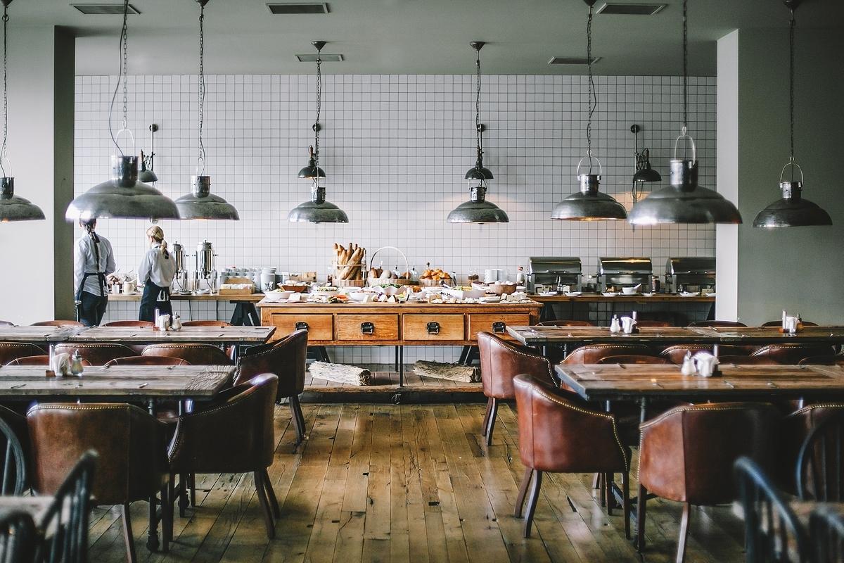 "<img src=""restaurant.jpg"" alt=""お洒落なレストラン"">"