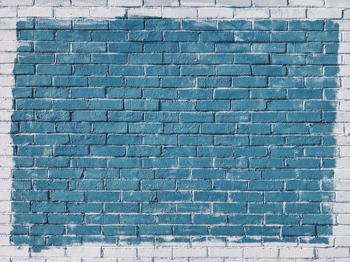 "<img src=""blue.jpg"" alt=""青い壁"">"