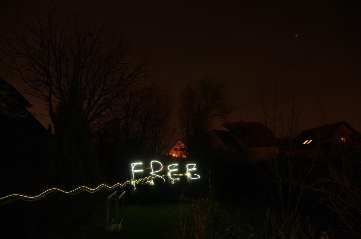 "<img src=""free.jpg"" alt=""free(無料)サイン"">"