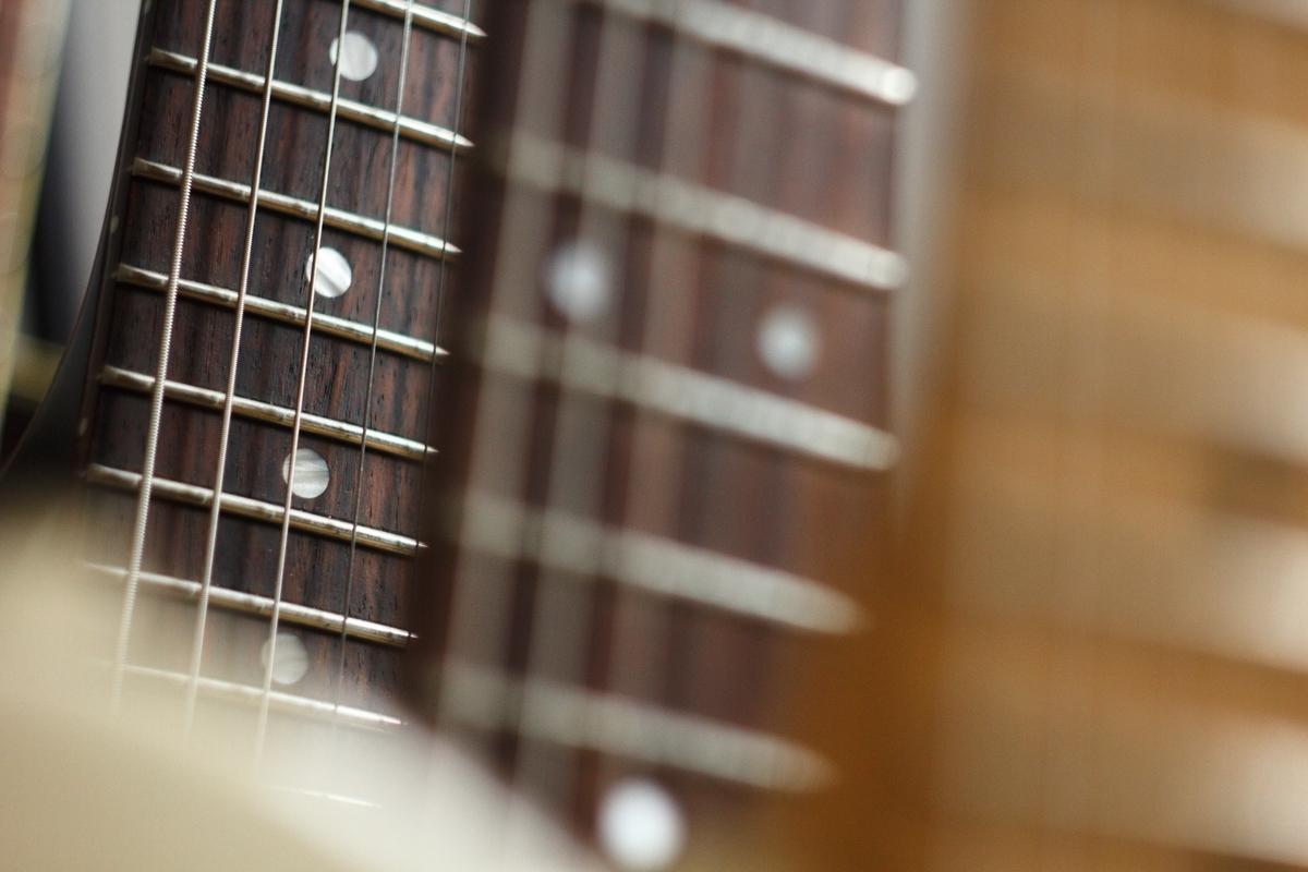 "<img src=""guitar.jpg"" alt=""ギターのネック"">"