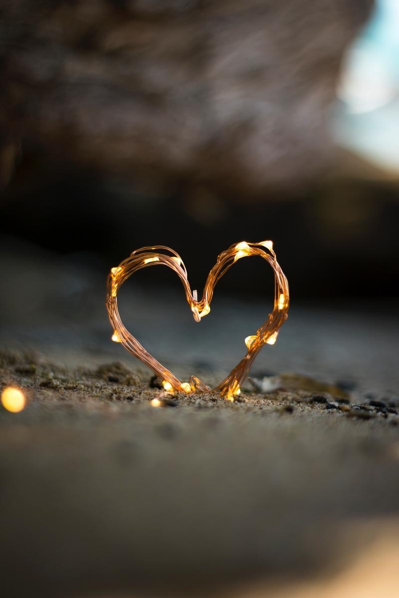 "<img src=""love.jpg"" alt=""青春ラブコメ"">"