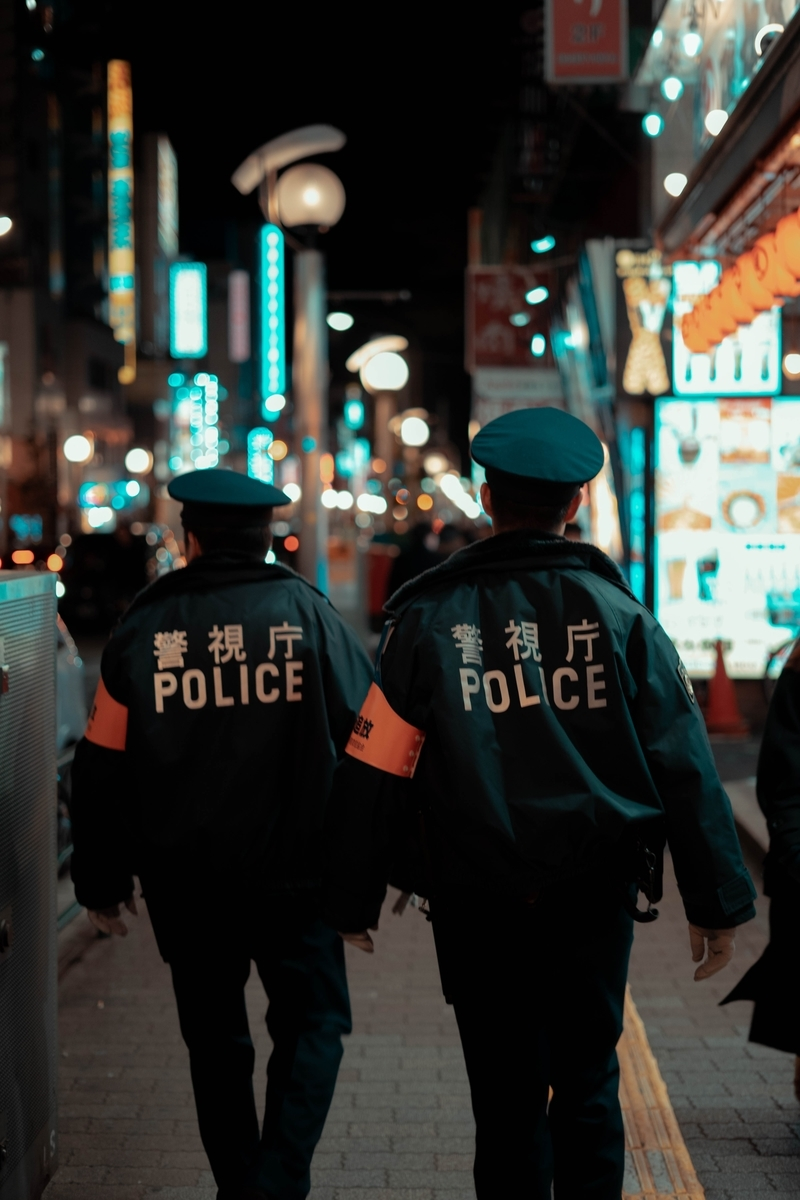"""<img src=""""police.jpg"""" alt=""""日本の警察"""">"""