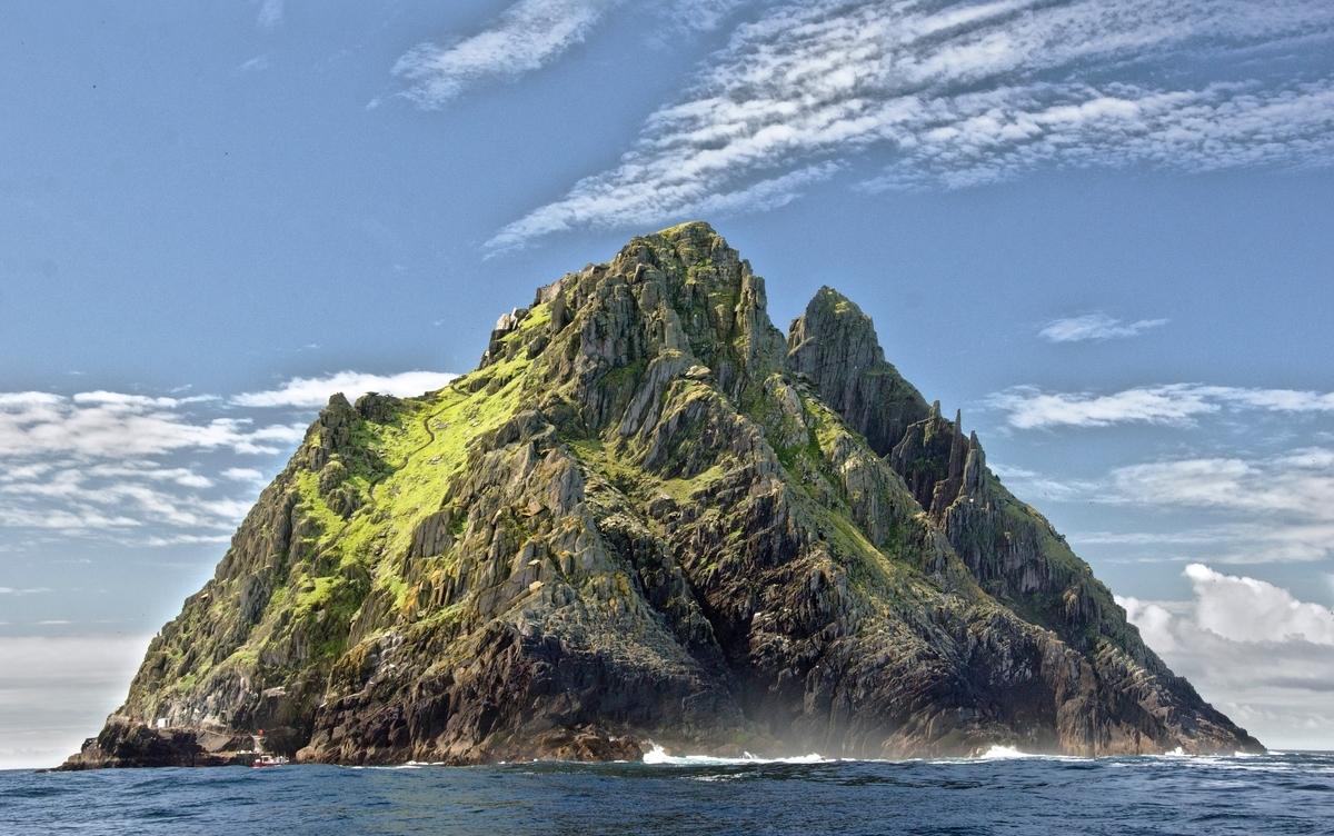 "<img src=""island.jpg"" alt=""陸の孤島"">"