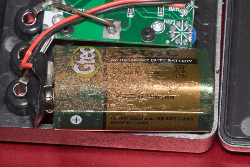 DT-830B出荷時装着バッテリの腐食