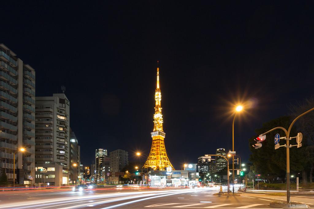 東京タワーと赤羽橋交差点