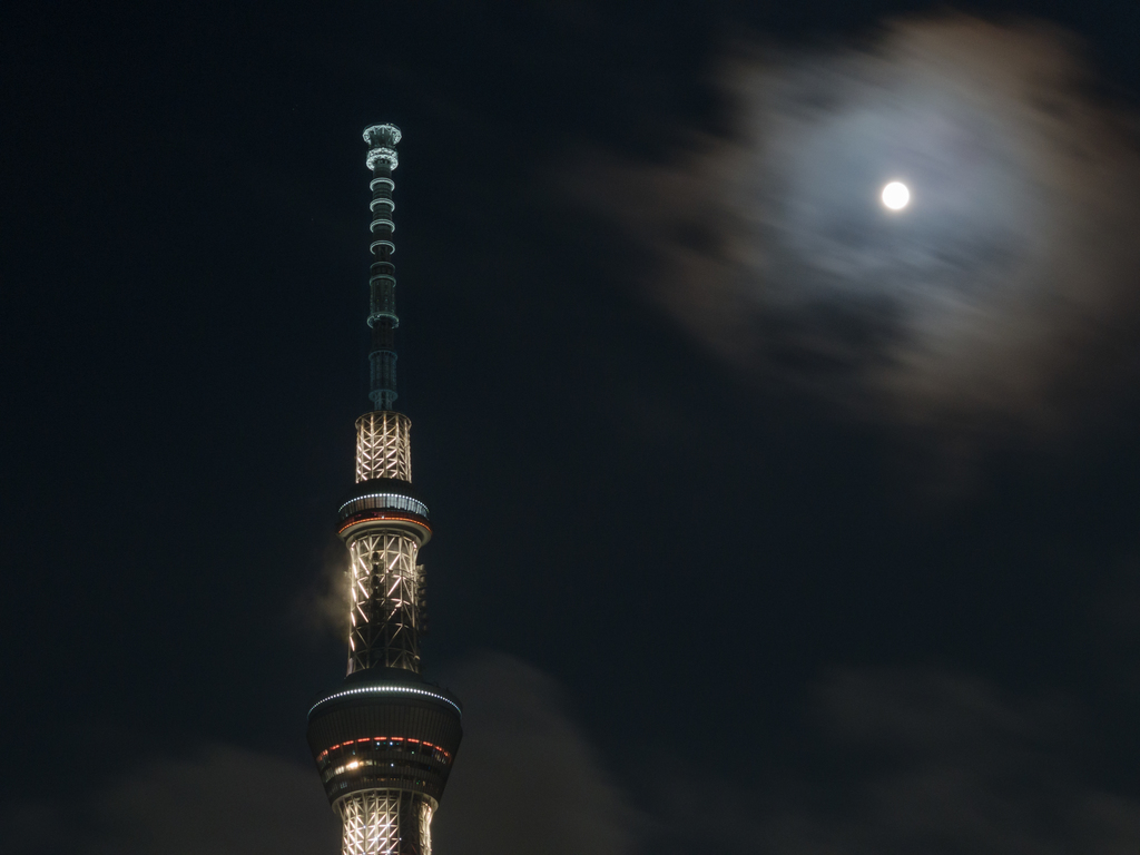 Tokyo Skytree and Full Moon