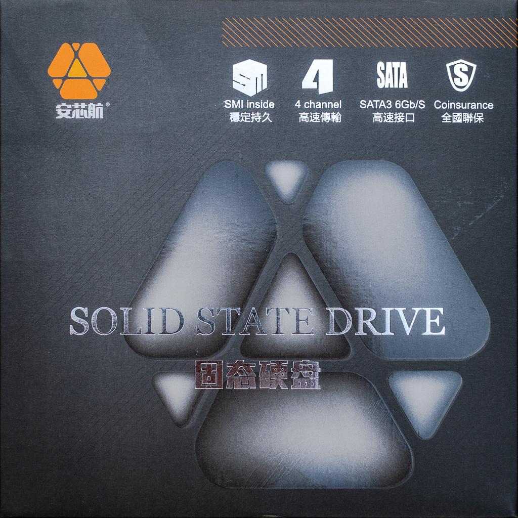 安芯航SSDパッケージ表面