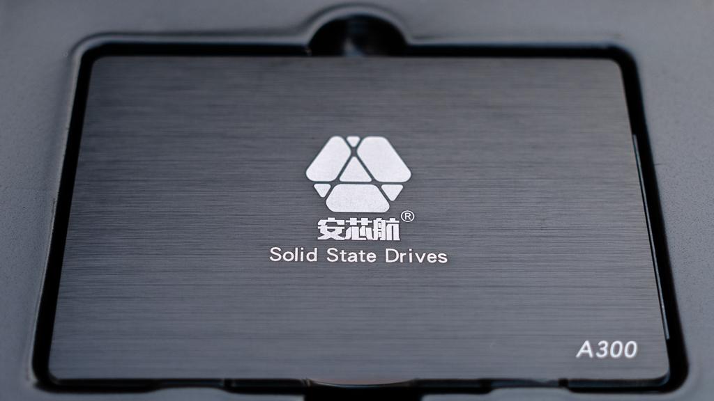 安芯航SSD本体表面