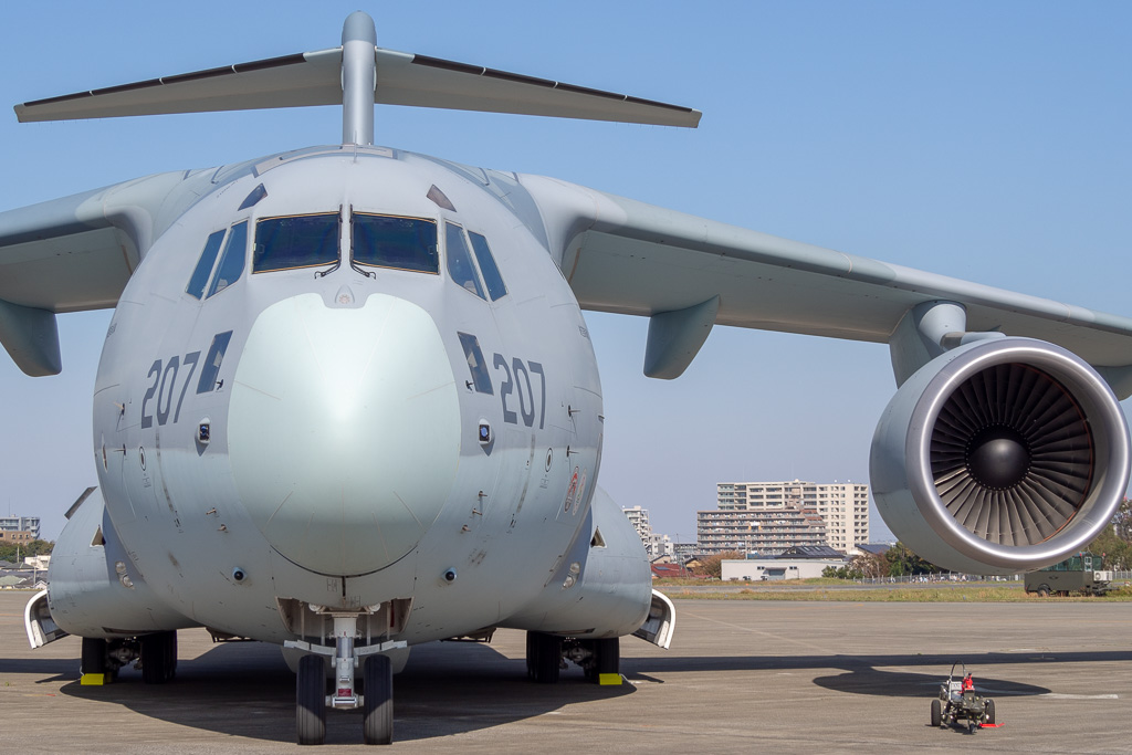 海自P-1哨戒機と搭載システム品目数で約75パーセントの共通装備を採用したという空自C-2輸送機