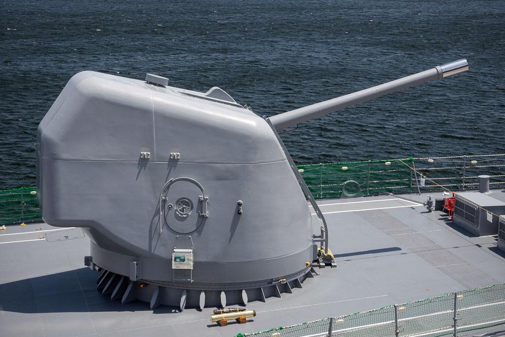 海上自衛隊護衛艦たかなみ(DD-110)の54口径127mm単装速射砲
